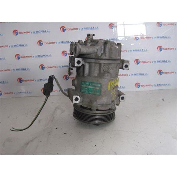 Compresor del aire acondicionado de Ford Fiesta '01